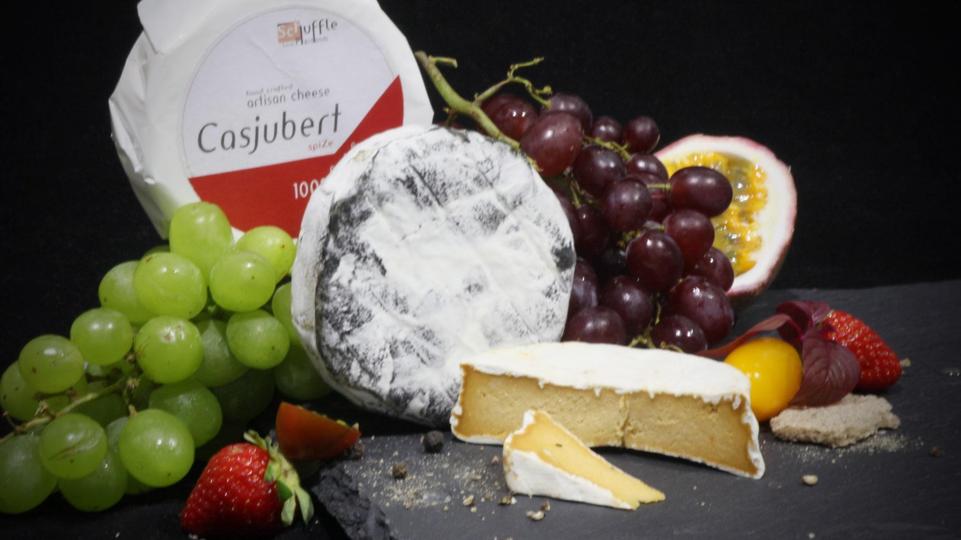 Casjubert plant-based, raw camembert cousing